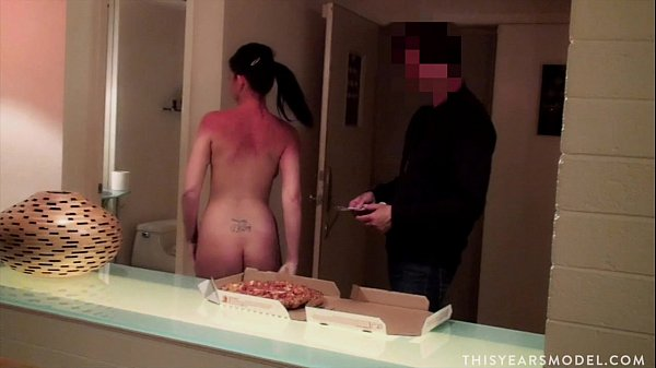 bangcock-gifs-naked-girls-for-pizza-deliveries-sexy